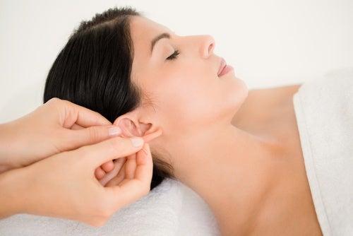 Masaż uszu poranne nawyki