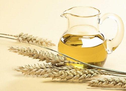 olejek pszeniczny na mocne i lśniące paznokcie