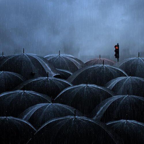 Parasole w deszczu