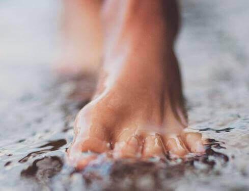 Stopa w wodzie