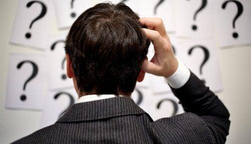 Znak zapytania - mężczyzna i wątpliwości