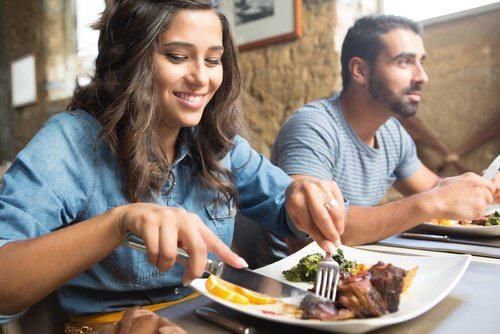 Budowa masy mięśniowej a spożywanie zdrowych posiłków