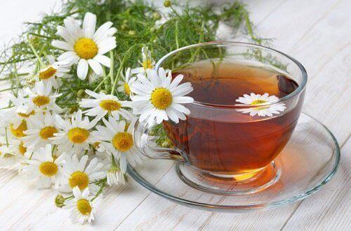 Herbaty ziołowe  z rumianku na trawienie