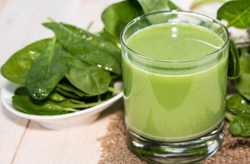 Zielone koktajle oczyszczające i ich zalety