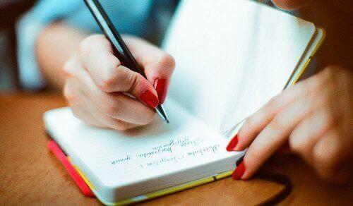 Dziennik prowadzony regularnie to sposób na sprawny umysł na lata