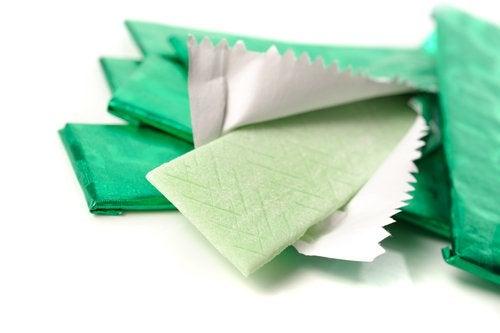 Guma do żucia w papierku
