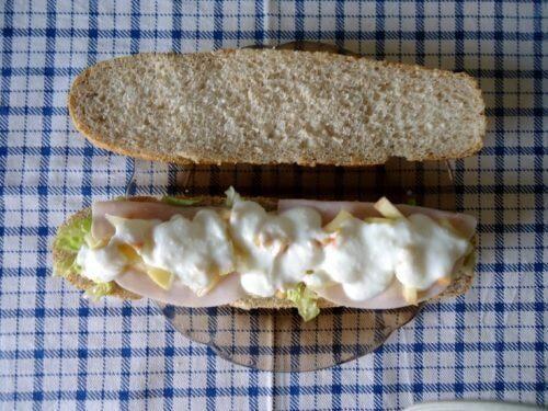 Kanapka z szynką i majonezem