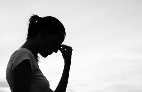 kobieta myśli - sposób myślenia ma wpływ na nasze życie