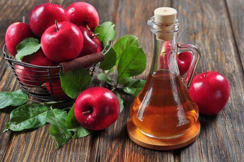 Jabłka, ocet jabłkowy na żylaki nóg