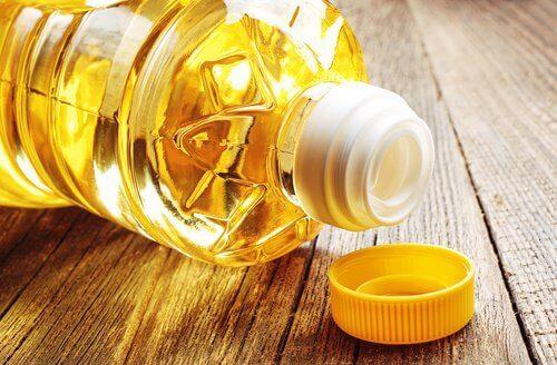 butelka oleju - oleje mają zły wpływ na niedoczynność tarczycy