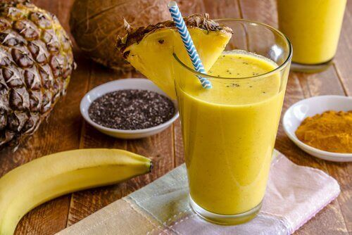 Smoothie z banana i kurkumy