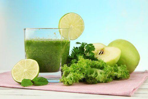 Zielony sok na nieświeży oddech