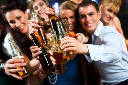 Towarzystwo alkoholowe a alkoholizm