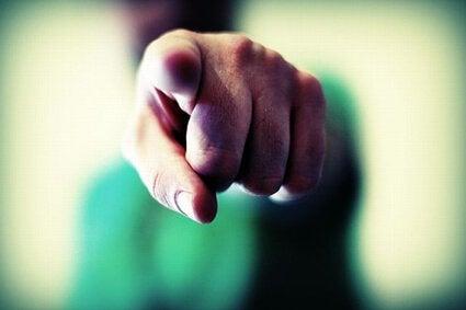 Wytykający palec