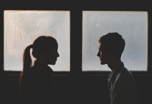 Para przy oknie, powrót do ex