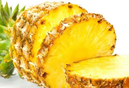 Pocięty na plastry ananas
