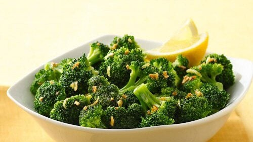 miska brokułów - dieta na zapalenie uchyłków