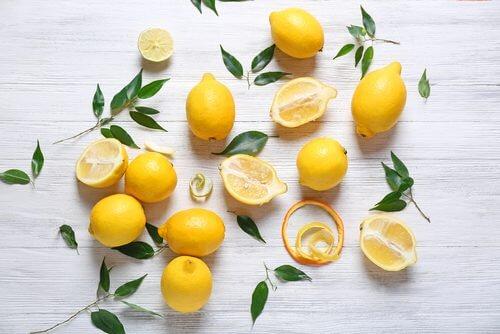 Świeże cytryny na lemoniade