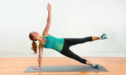 Cwiczenia rozciągające na ból nóg