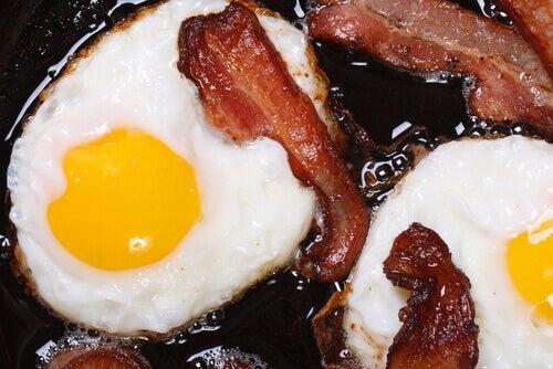 jajka na bekonie i ich wpływ na zdrowie nerek