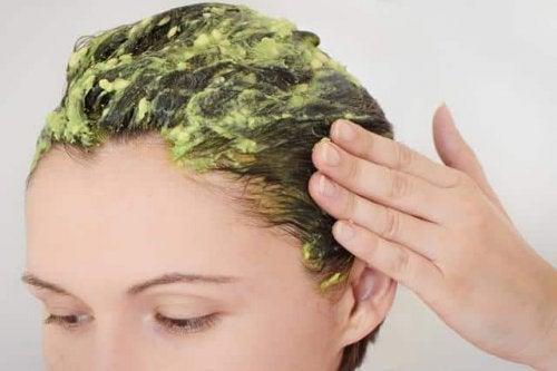 Lśniące włosy – uzyskaj dzięki 5 naturalnym odżywkom