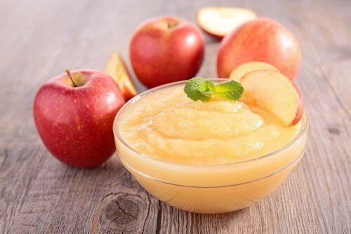 Mus jabłkowy na bolący brzuch