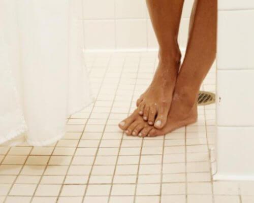 Stopy pod prysznicem