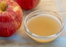 Ocet jabłkowy w misce