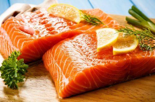 Jedzenie łososia przynosi wiele korzyści dla zdrowia