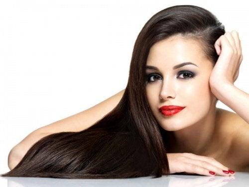 Włosy – 9 trików, by nie myć ich codziennie