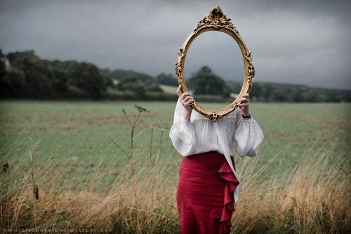 Kobieta z lustrem