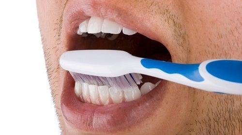 Mycie zębów a Płytka nazębna