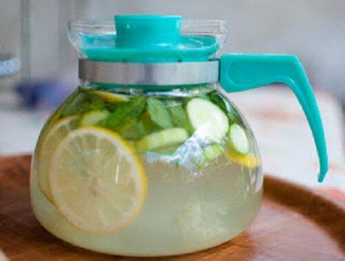 Woda z cytryną plus imbir na zbędne kilogramy