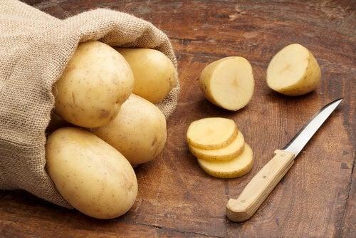 Ziemniaki a Ciemne plamy pod pachami