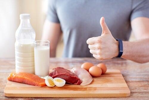 Niedobór białka – 7 oznak, że organizm się go domaga!
