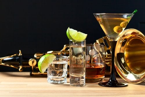 alkohol też może powodować zaparcia