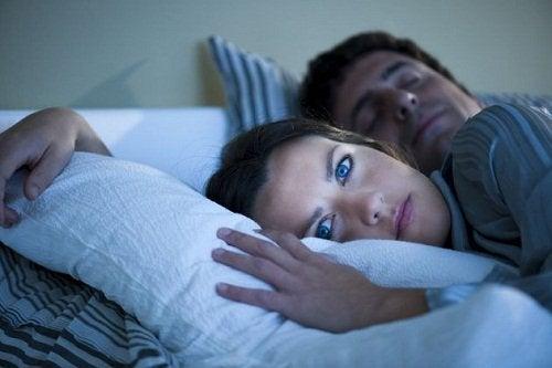 Bezsenność i samotność para