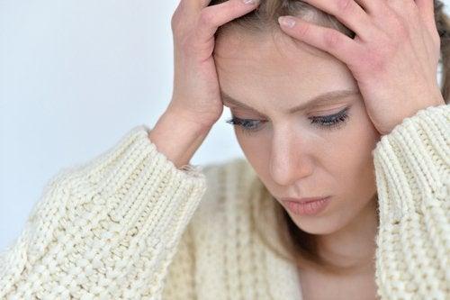 Kobieta - ból głowy a Napięcie