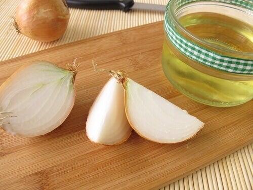Remedium z cebuli na  nadmierne wypadanie włosów