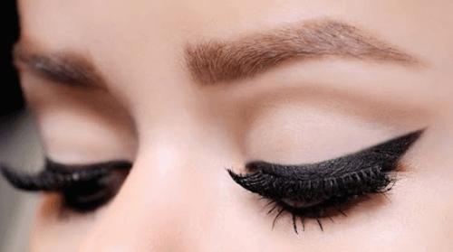 Eyeliner – 10 trików, jak go używać
