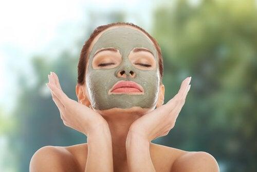 Glinka kosmetyczna na nawilżenie skóry