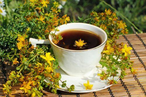 Herbata ziołowa z dziurawca a depresja