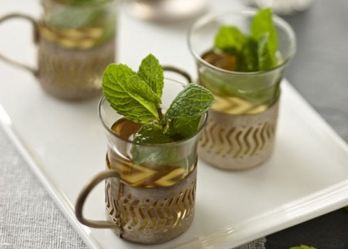 Herbata z mięty na podrażnione gardło