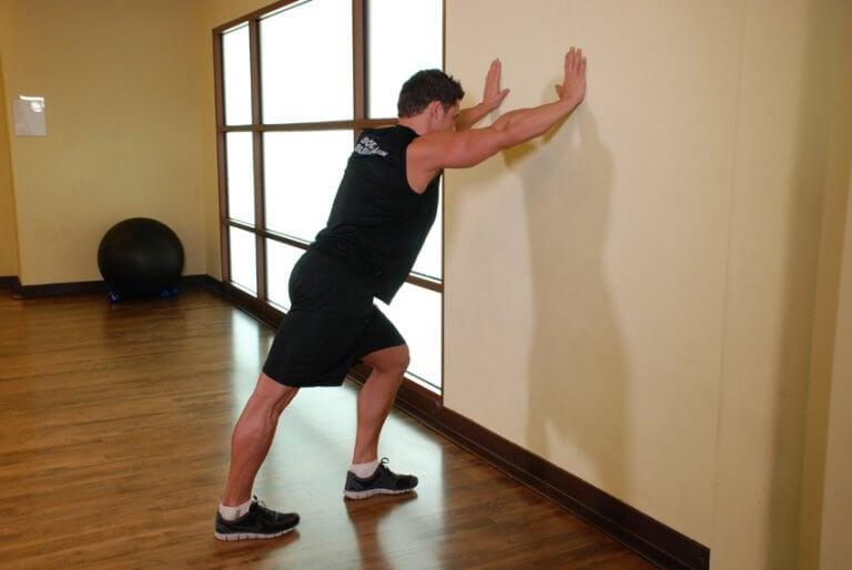 Podpór o ścianę, ćwiczenie a ból pięty