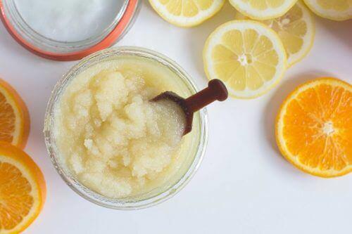 Soda oczyszczona – 5 sposobów na złuszczanie skóry