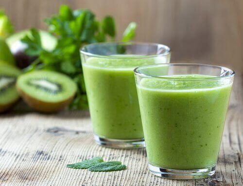 Zielony sok z kiwi i szpinaku