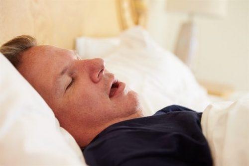 Drzemiący Mężczyzna a fazy snu