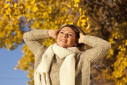 Menopauza – jak przechodzić przez nią zdrowo i szczęśliwie?