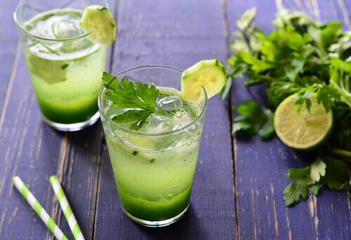 Oczyszczanie nerek – wypróbuj napój z natki pietruszki