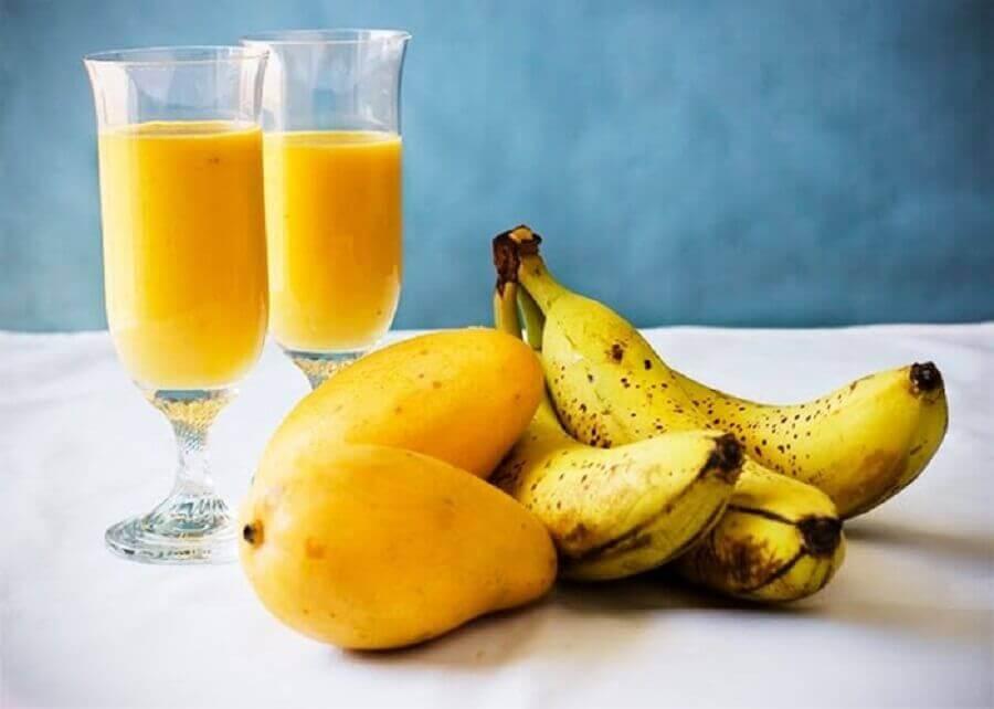 koktajl z banana i mango na poranne uczucie zmęczenia